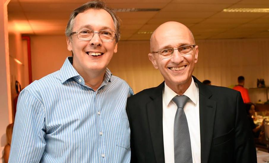 Marcelo Oazen com o professor Flavio Cerqueira.